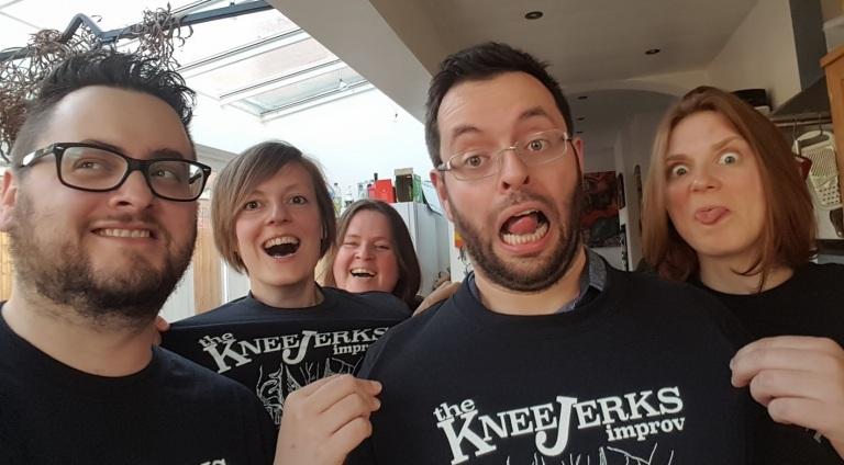 Kneerjerks tshirts cropped